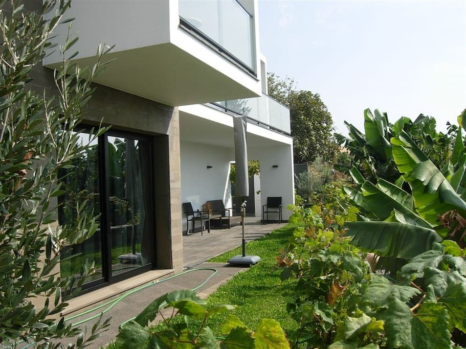Garden with ocean views of the popular COUNTRY DREAM Beach Villa PAUL DO MAR since 2008