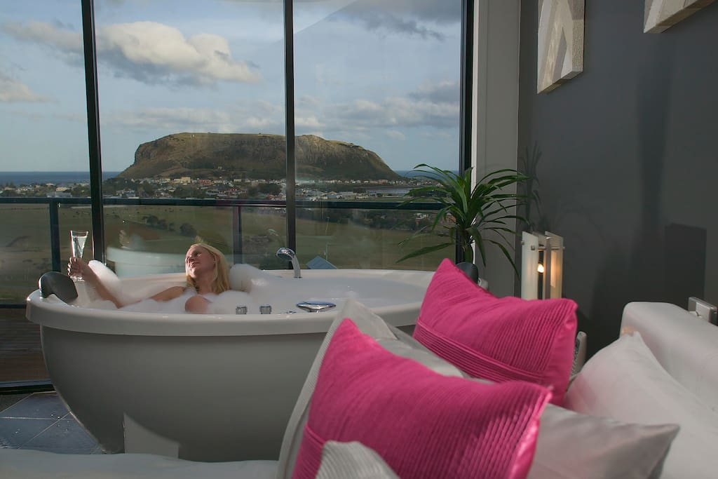 Huge free standing spa bath with coastal views!