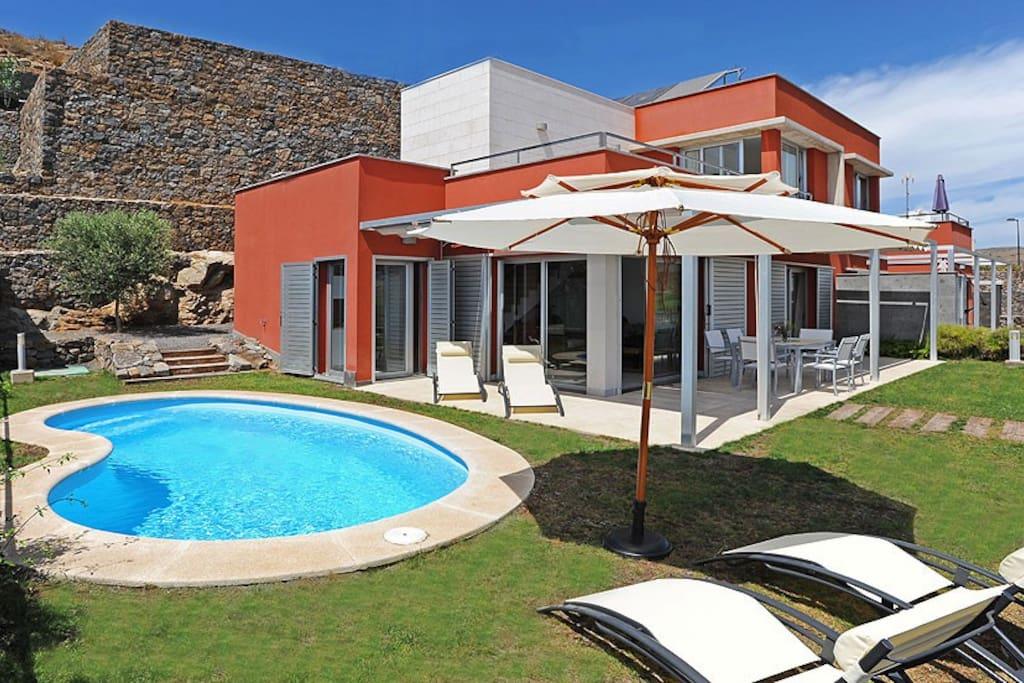 Villa salobre vista golf 1 villas for rent in maspalomas for Villas salobre golf
