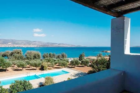 A wonderfull villa right on the sea - Antiparos