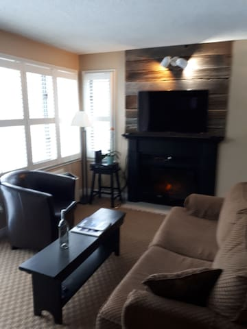 Cozy ski and summer condo at mountain springs