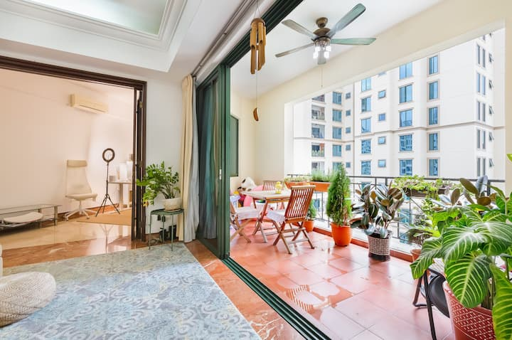 Central & Spacious 3-BD in Iconic Luxury Condo