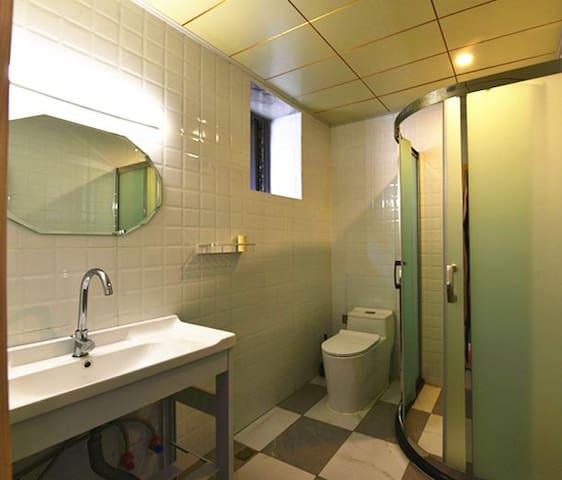 独立卫生间,干净,简洁,装了地暖