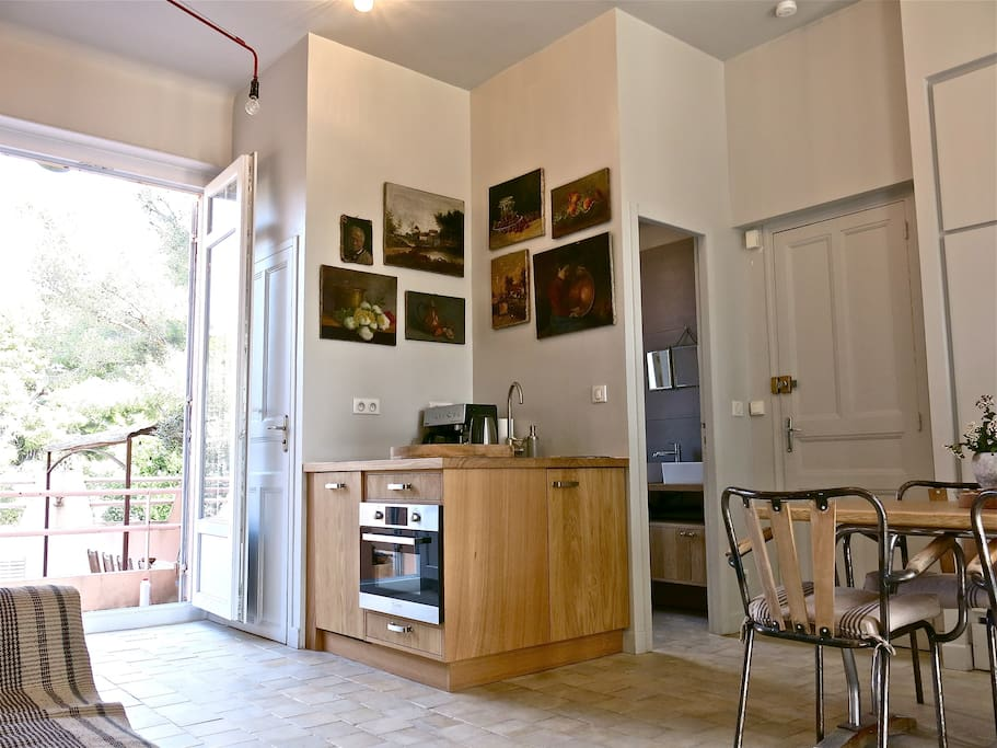 Cassis hyper centre pleine nature appartements louer for Le bon coin location salon de provence