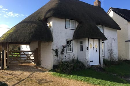 Delightful thatched holiday cottage