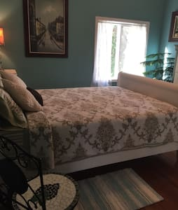 Beautiful Farm House (Queen bed) - Williamston