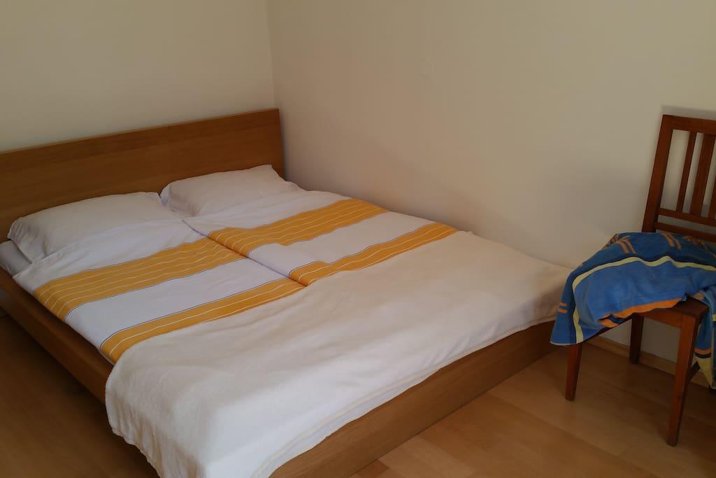 Bett/bed: 160 x 200 cm.