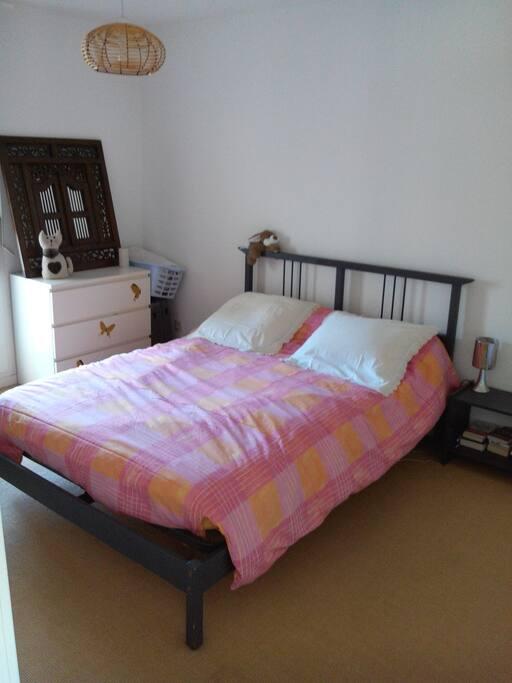 Bordeaux chartrons chambre ptdej appartements louer for Location appartement bordeaux 5 chambres
