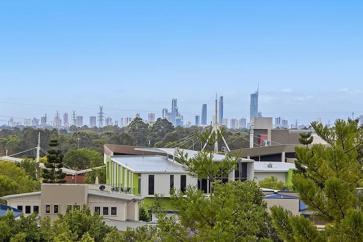 GC ULTIMATE PENTHOUSE With VIEWS! - Robina - Byt
