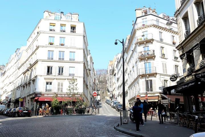 Lovely studio Abbesses Montmartre