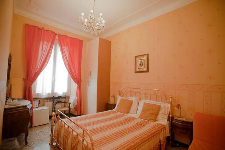 Essiale B&B 3 rooms for 8 priv bath - Génova - Bed & Breakfast