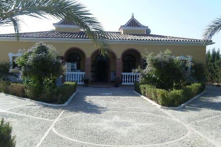 Precioso cortijo al sur de Sevilla - Lebrija - Chalupa