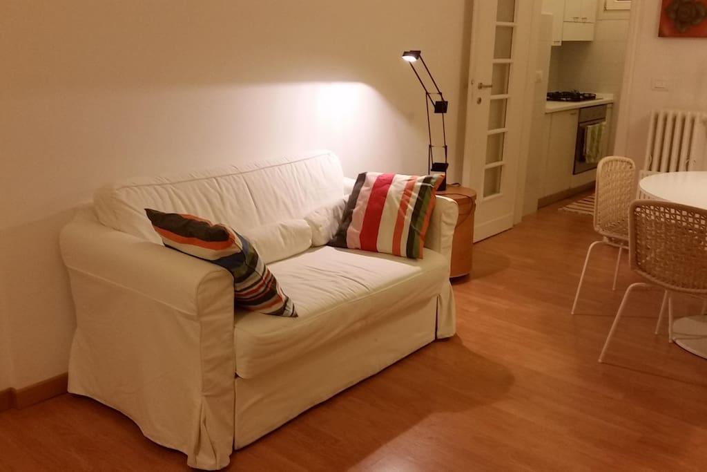 particolare del soggiorno con divano letto (1 piazza e mezzo)