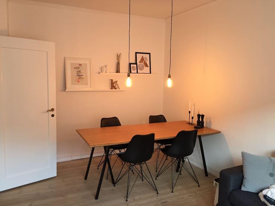Livingroom, dinnertable