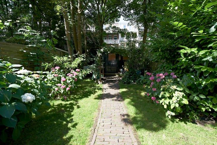 Beautiful apartment + Lovely garden.