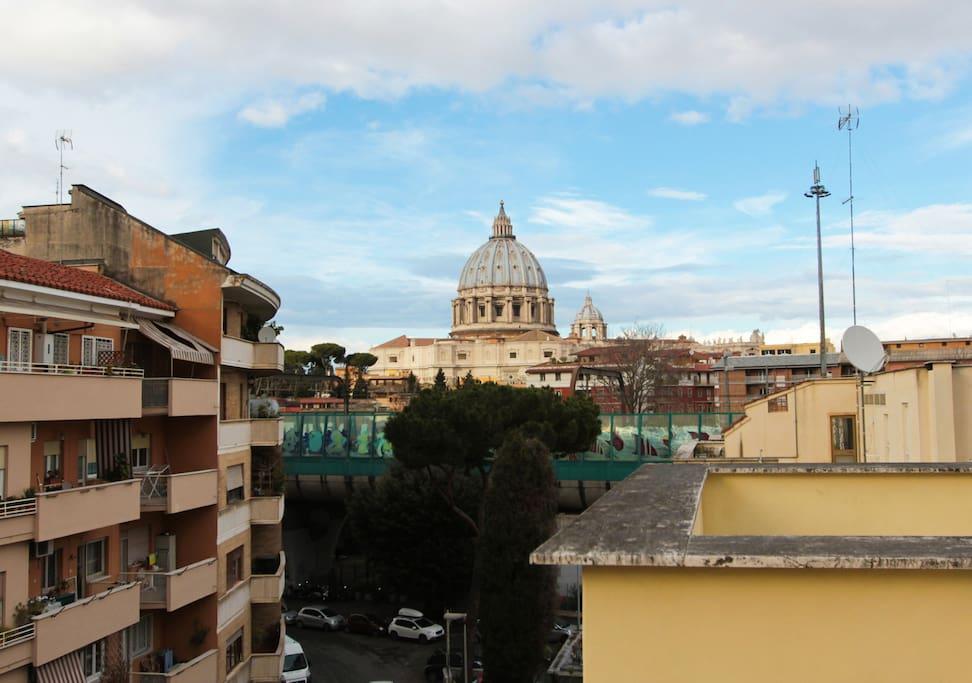 La cupola di San Pietro vista dalla Residenza Gregorio VII