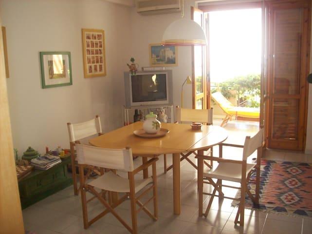 La casa dei colori ad un passo dal mare - Letojanni - House