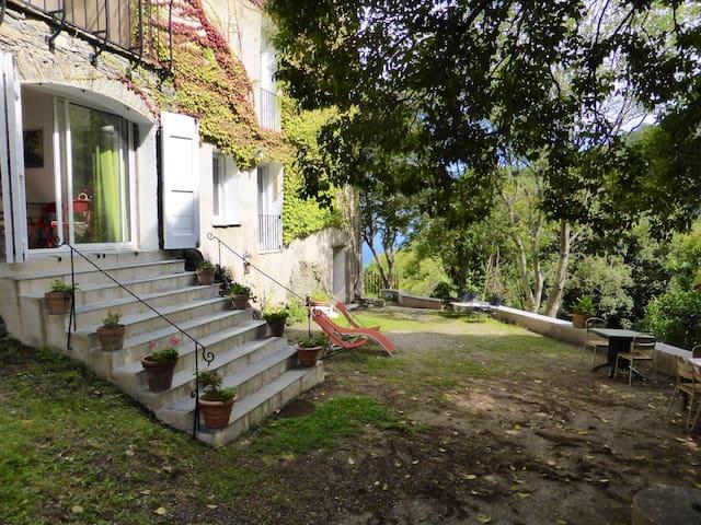 Grand appartement sur jardin - San Nicolao - บ้าน