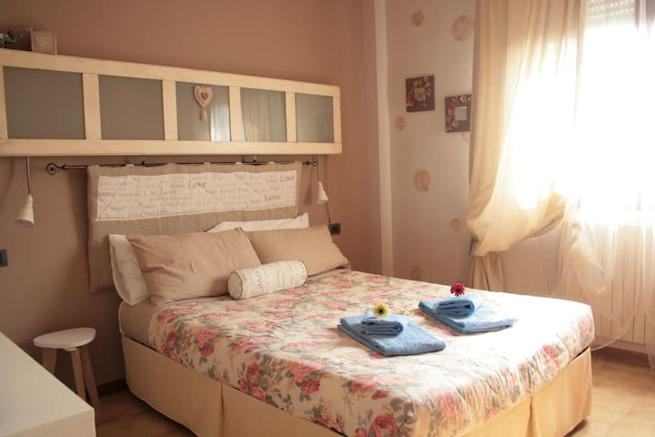Nice room & great food experience!! - Bolonia - Apartament