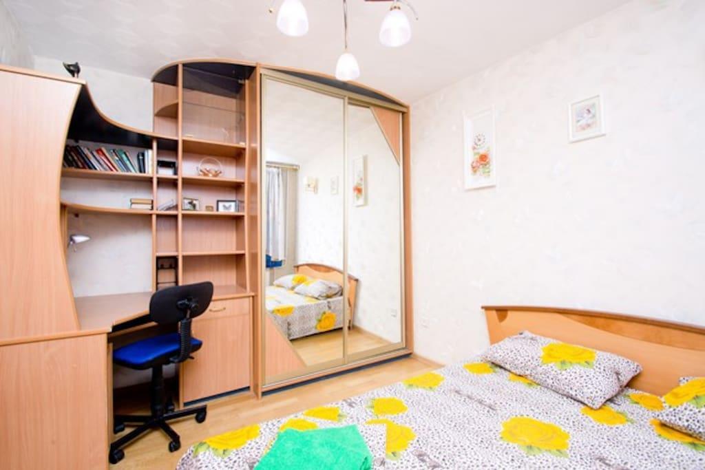 Отдельная спальня с двуспальной кроватью