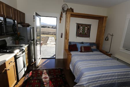 NEWER Studio Apt Great Views & Quiet - Bozeman - Hus