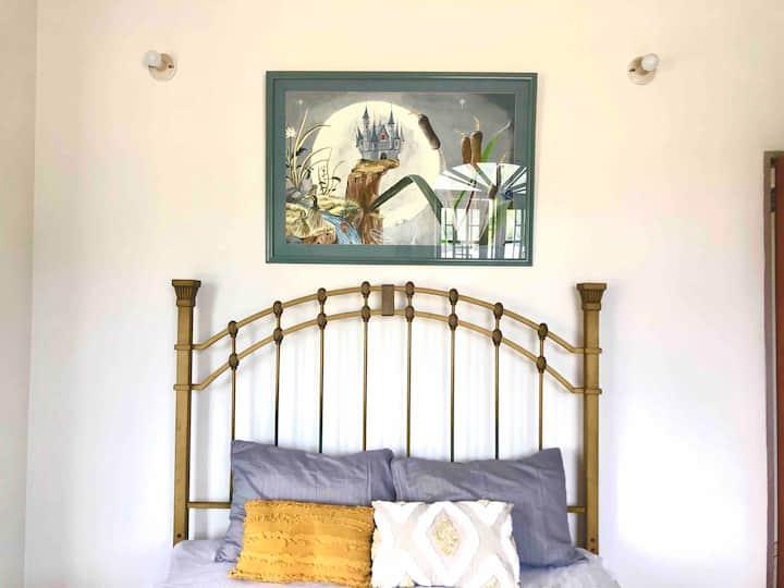 Elegant Master Bedroom near to POS