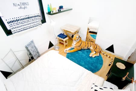 Are you looking for an interesting place? If you are, our place is perfect for you and is full of energy and fun.  Our place is very unique, comfortable and easy to access subway stations to Hongdae and Sinchon within 5 to 10mins by walking.