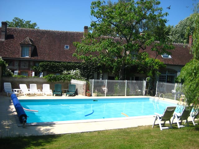 renovated farmhouse with pool - Saint-Maurice-le-Vieil - Rumah