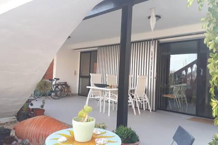 Casa moderna y acogedora a 2 minutos de la playa.
