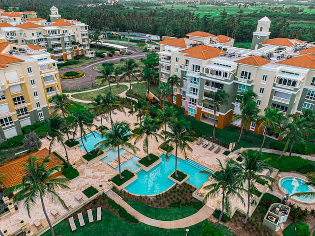 Beach Front Condo in Palmas w/ Pool and Jacuzzi