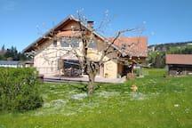 Haus mit großem Garten (Dachgeschosswohnung zu vermieten)