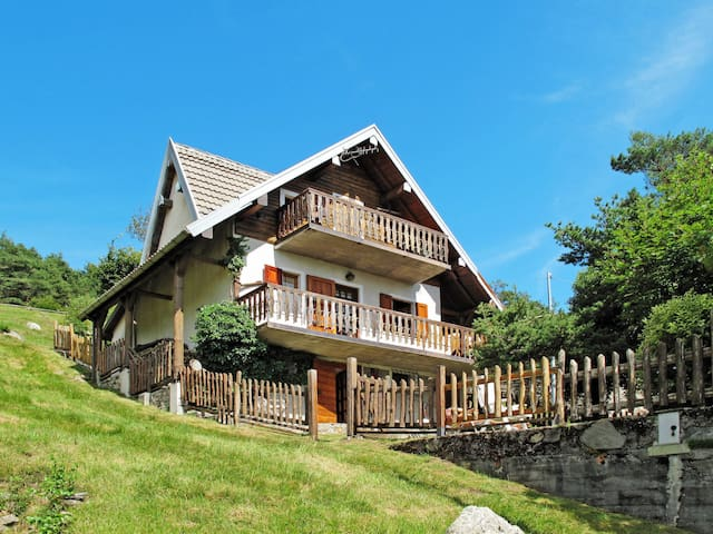Cozy chalet in a beautiful position in the local area San Bartolomeo