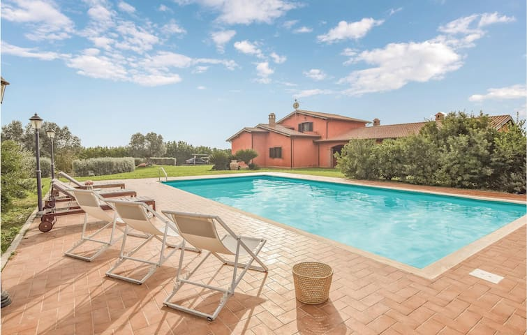 Holiday cottage with 7 bedrooms on 415m² in Canino