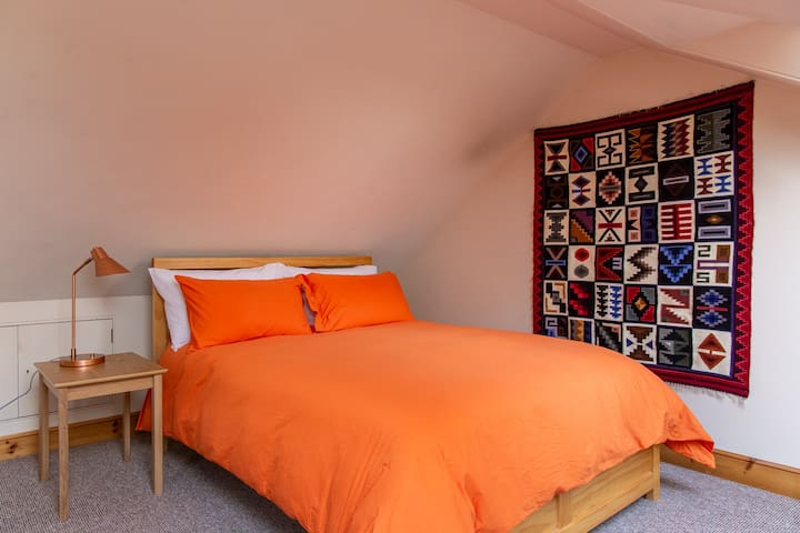 En-suite sunny space in the heart of New Town