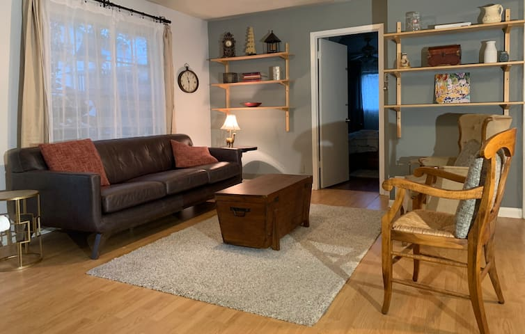 Comfortable Guest House - North Central Austin