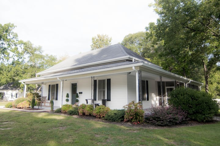 East Curtis Cottage-Downtown Simpsonville Gem!