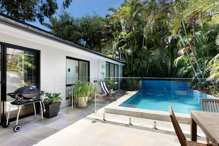 Sydney Harbour beach retreat