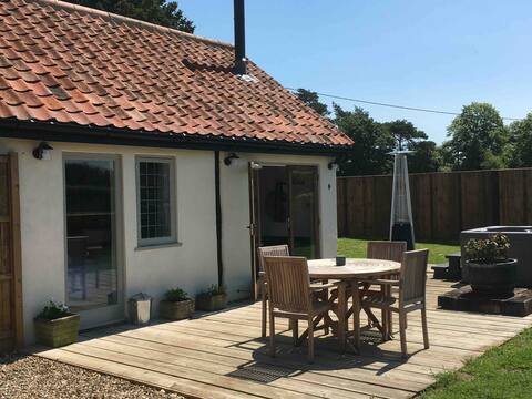 Jimmy's Shed at Manor Farm Stays with hot tub
