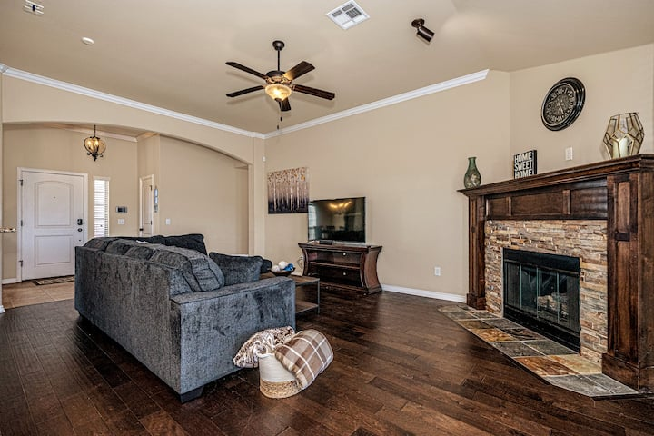 Newly furnished and decorated home in north OKC!