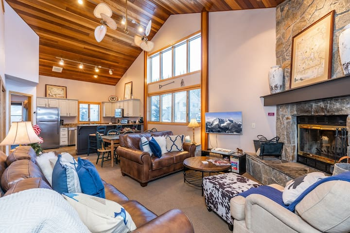 NEW LISTING! Ski-in/out townhome w/on-site golf, shared tennis-great location
