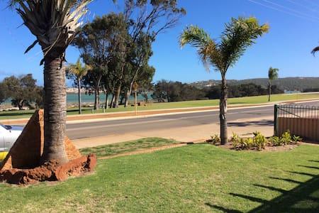 Seacrest, Kalbarri, WA, Australia - Kalbarri - Ev