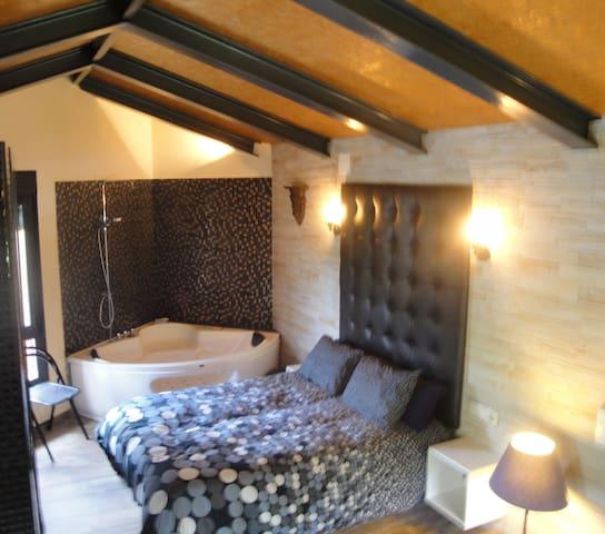 La Casa de Roissy; la Exclusividad en pareja - Cuevas del Valle