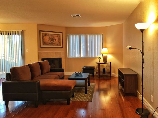 Upgraded 2br/2bath Condo near Strip - Las Vegas - Apartamento