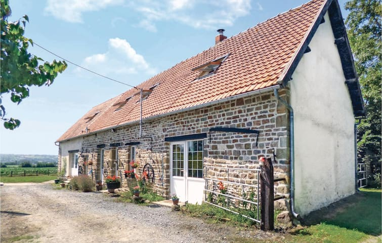 Holiday cottage with 6 bedrooms on 280m² in Tessy sur Vire