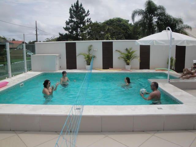 Maravilhoso Sobrado Cond Atami em Pontal do Sul