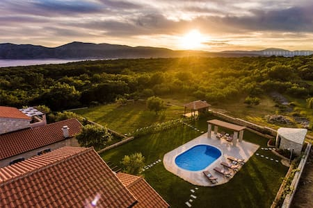 Adriatic villa II in Croatia, see video on YouTube - Linardići