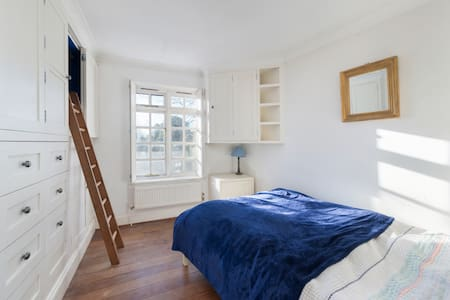 Warm and cozy double bedroom in Chelsea - London - House