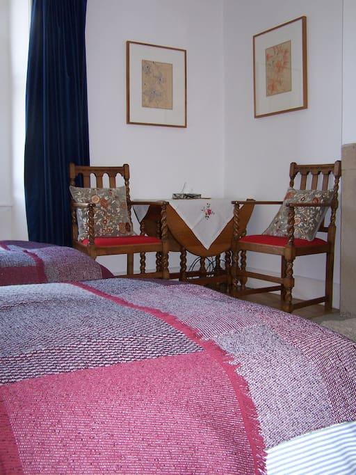 Guest twin bedroom