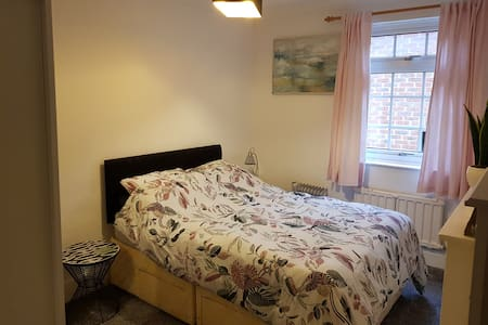 Room for 1-2 people near Brands Hatch Race Course