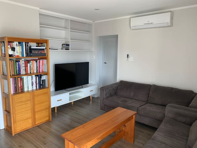 Super central room stones throw to St Lukes Mall
